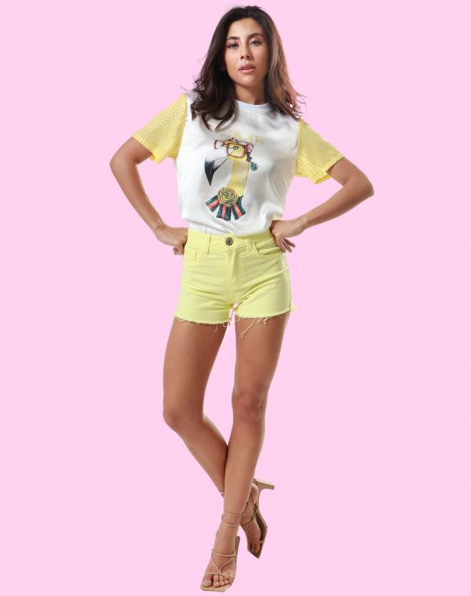 T-shirt feminina com estampa frontal flamingo
